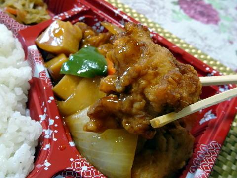 酢鳥弁当の鶏肉