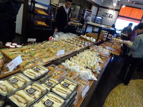 パンのトラ安城店の店内