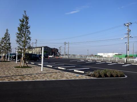 パンのトラ安城店の駐車場